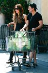 Celebrities Wonder 74682587_kate-beckinsale-shopping_4.jpg