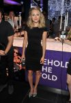 Celebrities Wonder 813071_Sunglass-Hut-Times-Square-Store-Launch_4.jpg