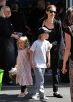 Celebrities Wonder 8379009_angelina-jolie-children-sydney_1.JPG
