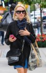 Celebrities Wonder 85681571_naomi-watts-street-style_4.jpg
