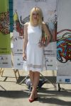 Celebrities Wonder 87083665_Dakota-Fanning-at-Rio-Film-Festival_2.jpg