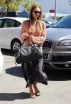 Celebrities Wonder 8946459_jessica-alba-meeting_1.jpg