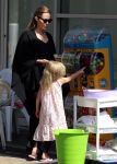 Celebrities Wonder 90619316_angelina-jolie-children-sydney_3.JPG