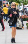 Celebrities Wonder 92313040_naomi-watts-street-style_2.jpg