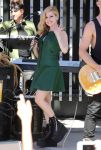 Celebrities Wonder 94557664_avril-lavigne-on-the-set-of-Extra_3.JPG