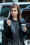 Celebrities Wonder 95321332_kate-mara-with-her-boyfriend-Max-Minghella_5.jpg