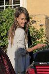 Celebrities Wonder 98643617_jessica-alba-friend-birthday_5.jpg