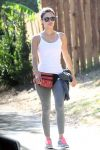 Celebrities Wonder 11766509_rachel-bilson-jogging_1.jpg