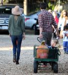 Celebrities Wonder 15112767_ali-larter-mr-bones-pumpkin-patch_8.jpg