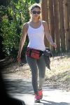 Celebrities Wonder 27835599_rachel-bilson-jogging_3.jpg