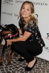 Celebrities Wonder 33002433_kaley-cuoco-The-Amanda-Foundation_3.JPG