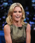 Celebrities Wonder 34315276_julie-bowen-Late-Night-with-Jimmy-Fallon_6.jpg