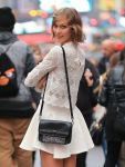 Celebrities Wonder 41744270_karlie-kloss-photoshoot-in-Times-Square_8.jpg
