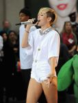 Celebrities Wonder 44716166_miley-cyrus-today-show_5.jpg