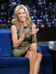 Celebrities Wonder 52048413_juliebowen-Late-Night-with-Jimmy-Fallon_3.jpg