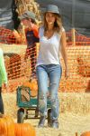 Celebrities Wonder 6161736_jessica-alba-at-Mr-Bones-Pumpkin-Patch_4.jpg