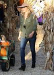Celebrities Wonder 67133554_ali-larter-mr-bones-pumpkin-patch_4.jpg