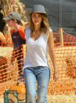 Celebrities Wonder 72476922_jessica-alba-at-Mr-Bones-Pumpkin-Patch_5.jpg