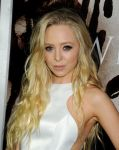 Celebrities Wonder 74143051_carrie-premiere-los-angeles_Portia Doubleday 3.jpg