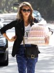 Celebrities Wonder 76093541_jessica-alba-goes-to-a-baby-shower_7.JPG