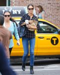 Celebrities Wonder 76464547_katie-holmes-new-york_3.jpg