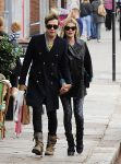 Celebrities Wonder 77827571_kate-moss-husband_2.jpg