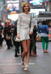 Celebrities Wonder 81198601_karlie-kloss-photoshoot-in-Times-Square_3.jpg