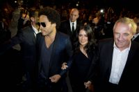Celebrities Wonder 84797595_salma-hayek-saint-laurent-show-paris_7.jpg