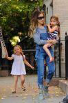 Celebrities Wonder 97509764_sarah-jessica-parker-twins_5.jpg
