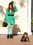 Celebrities Wonder 14393291_alyson-hannigan-family-halloween_6.jpg