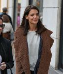 Celebrities Wonder 16236700_katie-holmes-shopping_5.jpg