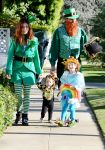 Celebrities Wonder 17161909_alyson-hannigan-family-halloween_5.jpg