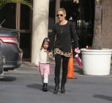 Celebrities Wonder 17257788_sarah-michelle-gellar-daughter-charlotte_1.jpg