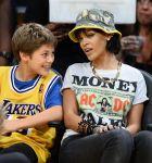 Celebrities Wonder 17334797_rihanna-basketball-game_5.jpg