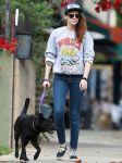 Celebrities Wonder 18906789_kristen-stewart-walking-dog_3.jpg