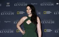Celebrities Wonder 19363890_michelle-trachtenberg-Killing-Kennedy-premiere_6.JPG