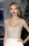 Celebrities Wonder 23300733_taylor-swift-Centrepoint-Winter-Whites-Gala_4.jpg