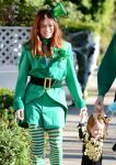 Celebrities Wonder 23448963_alyson-hannigan-family-halloween_7.jpg
