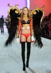 Celebrities Wonder 28463097_2013-Victorias-Secret-Fashion-Show-Runway_Behati Prinsloo 1.jpg