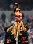 Celebrities Wonder 31407326_selena-gomez-thanksgiving-game-performence_1.jpg