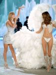 Celebrities Wonder 33514800_2013-Victorias-Secret-Fashion-Show-Runway_Behati Prinsloo 4.jpg