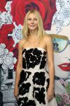 Celebrities Wonder 33907930_gwyneth-paltrow-Launches-Printemps-Christmas-windows_5.jpg