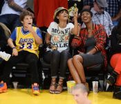 Celebrities Wonder 35739254_rihanna-basketball-game_7.JPG