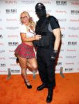 Celebrities Wonder 35894560_heidi-klum-halloween-party-2013_Nicole Coco Austin 3.jpg