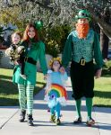 Celebrities Wonder 3833933_alyson-hannigan-family-halloween_2.jpg