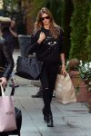 Celebrities Wonder 42523875_gisele-bunchen-shopping_1.jpg
