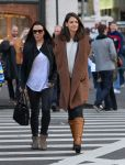 Celebrities Wonder 42772949_katie-holmes-shopping_1.jpg