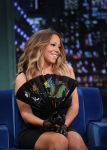 Celebrities Wonder 43907194_mariah-carey-jimmy-fallon_4.jpg