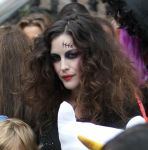 Celebrities Wonder 44607077_liv-tyler-halloween-2013_8.jpg