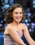 Celebrities Wonder 44708134_natalie-portman-Late-Night-with-Jimmy-Fallon_6.jpg